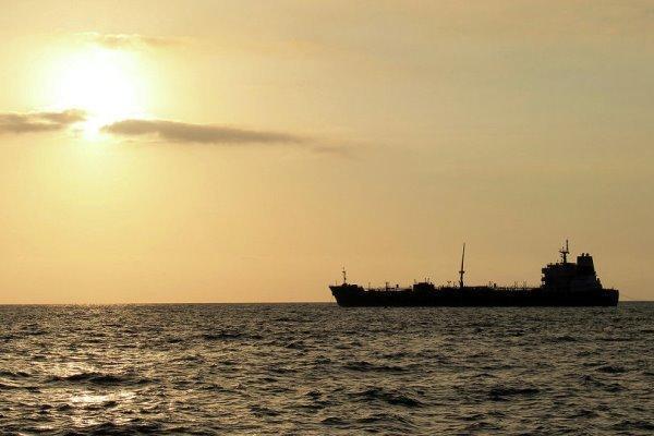 چین برای روبرو نشدن با تحریم آمریکا از نفتکش ایرانی استفاده میکند