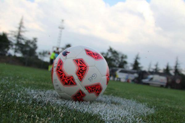 تساوی بازی مهم هفته در سنندج، نمایش صحنه های زشت در زمین فوتبال