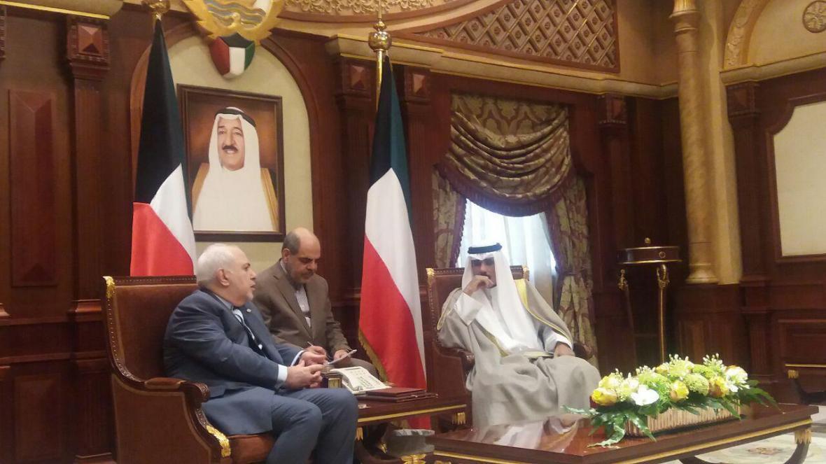 ظریف در دیدار با ولی عهد کویت: ما و شما در منطقه ماندنی هستیم و بیگانگان رفتنی