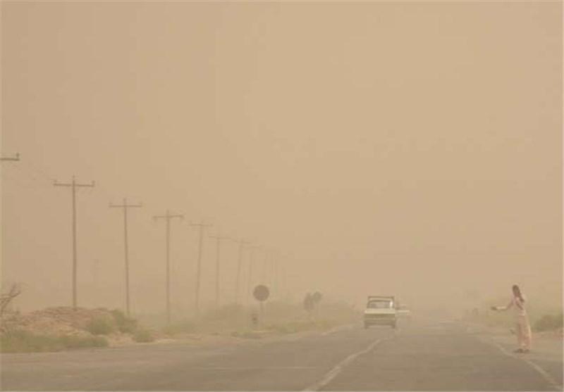 طوفانی با سرعت 101 کیلومتر بر ساعت زابل را درنوردید، شرایط کیفی هوا را ناسالم کرد