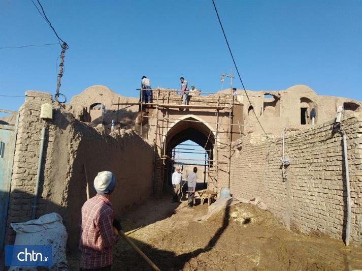 شروع مرمت و بازسازی سردر دوم ارگ تاریخی سنگان رشتخوار