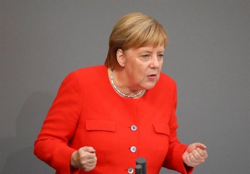 مرکل: اروپا نمی تواند به تنهایی از خود دفاع کند