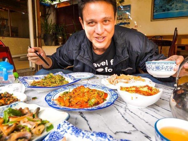 سفر اینفلوئنسر مشهور جهان به ایران ، تجربه طعم رشته خوشکار و کباب رشتی ، منتظر ویدئوهای مارک وینز از غذاهای ایرانی باشید