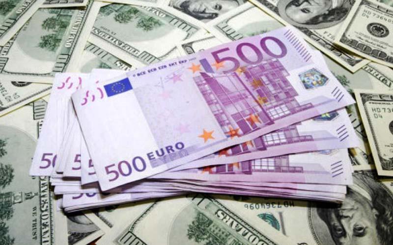 نرخ دلار و یورو در صرافی های بانکی