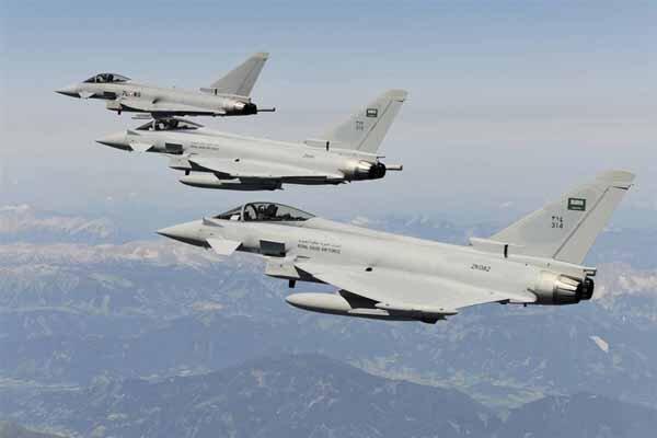 حملات گسترده جنگنده های متجاوز سعودی به دانشکده نظامی صنعاء