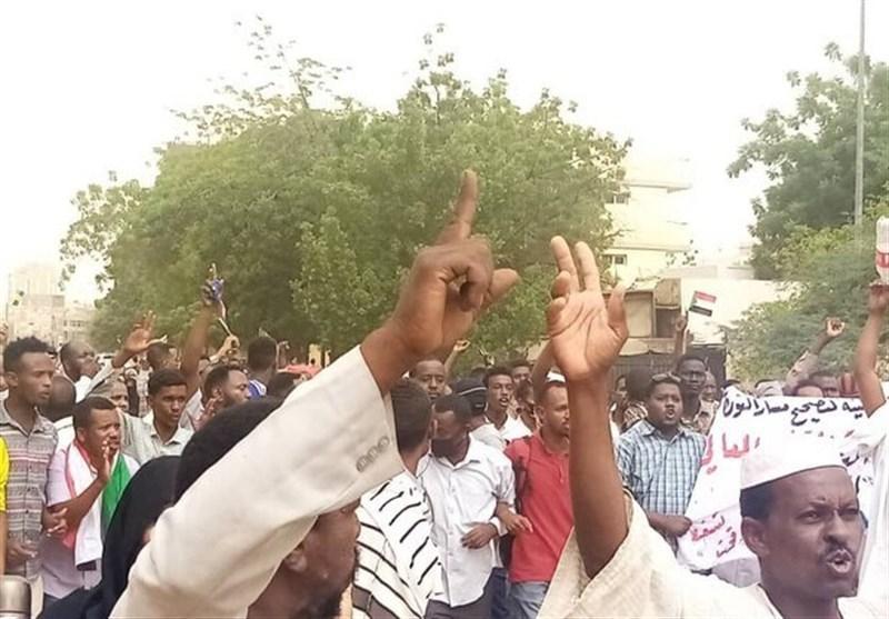 سودان، تظاهرات هواداران عمرالبشیر در خارطوم برای سرنگونی دولت نظامی
