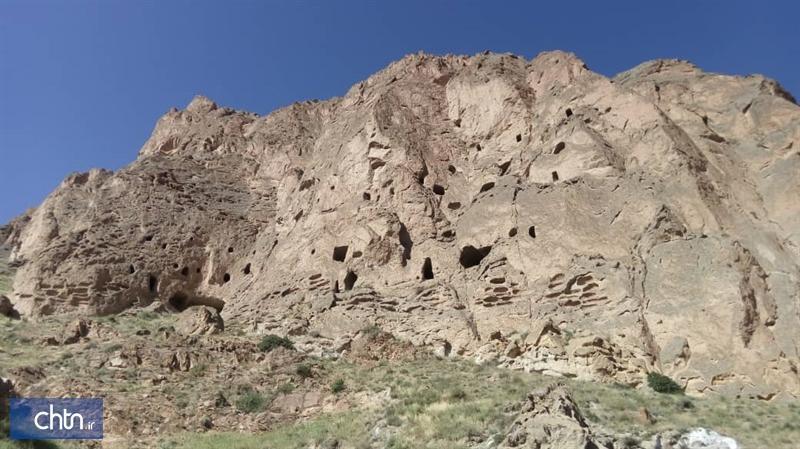 بررسی و شناسایی غارهای دستکند صخره ای آمل در حال انجام است