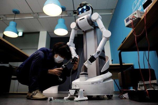 رباتی که به کنترل شیوع کرونا یاری می نماید