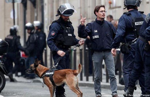 پلیس 9 نفر را در ارتباط با حادثه چاقوکشی پاریس بازداشت کرد