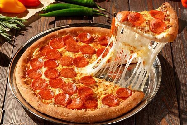 ترفند باورنکردنی یک آشپز برای سرقت تکه ای از پیتزا