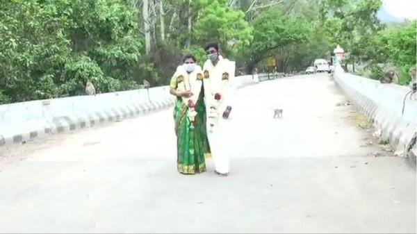 ازدواج روی پل برای فرار از محدودیت های کرونایی!
