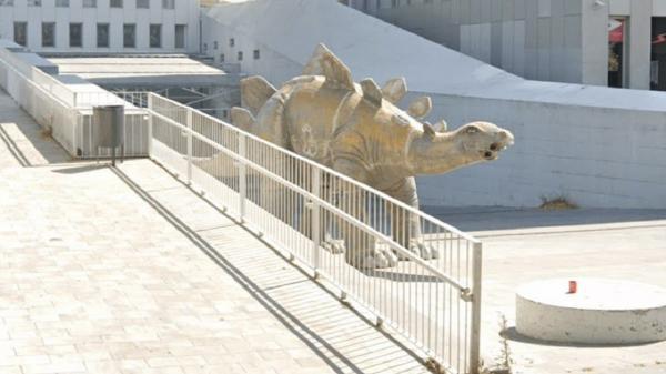 کشف رازی هولناک در مجسمه یک دایناسور!